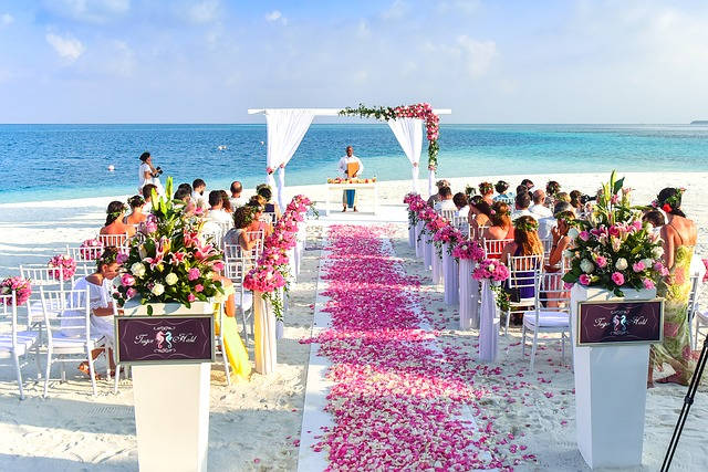 wedding guests-aisle