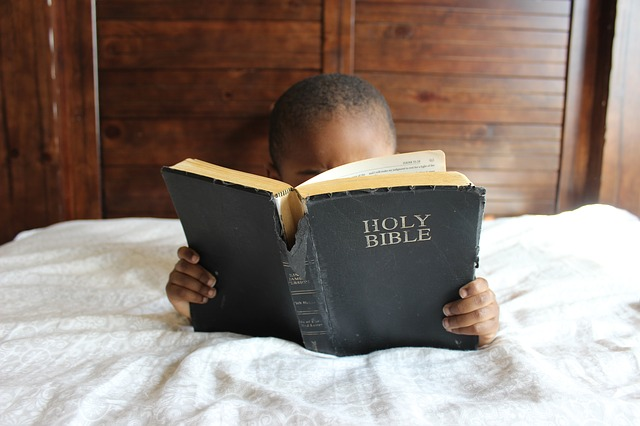 child-reading bible